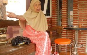 Wiwik Siti Hardiyati, pengabdi pendidikan anak jalanan dan berkebutuhan khusus. (foto: surya/irwan syairwan)