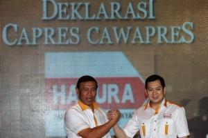 Wiranto dan Hary Tanoe saat deklarasi calon presiden dan calon wakil persiden dari Partai Hanura, Selasa (2/7/2013). (antara)